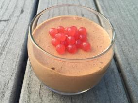 mousse choco caramel et perles de fraises5